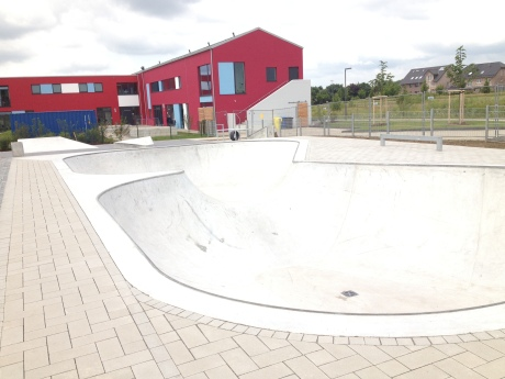Neuss Allerheiligen skatepark skateranlage bowl photo 2